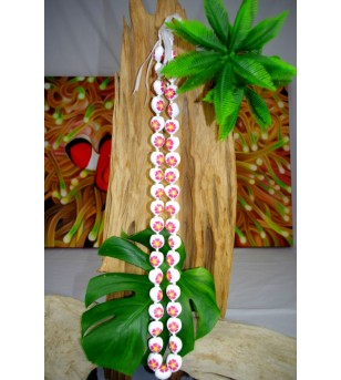 Collier 40 Kukui nut  blanc fleurs d'hibiscus rose