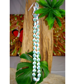 Collier 40 Kukui nut  blanc fleurs d'hibiscus bleu