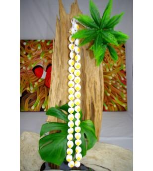 Collier 40 Kukui nut  blanc fleurs jaune
