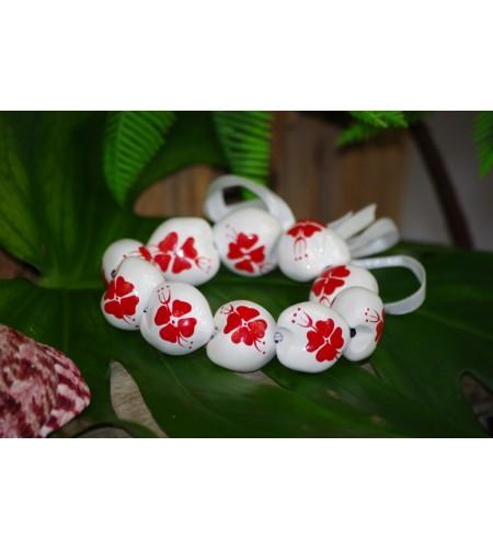 Bracelet Kukui Nut Blanc Fleurs d'Hibicus Rouge